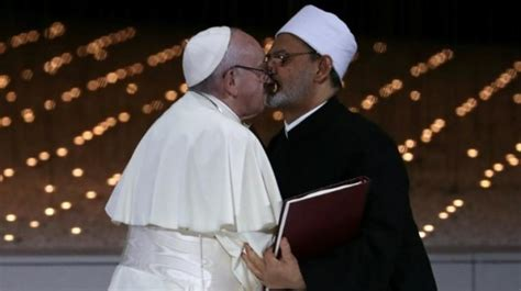Pope Francis, Grand Imam of Egypt kiss, call for world