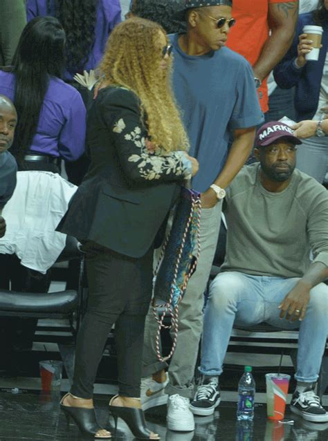 Beyonce Showed Off Her BIG OLD PREGNANT BOOTY At The Game